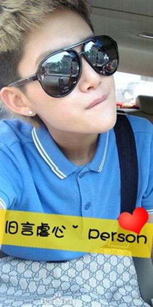 男生带字qq皮肤 那些戴墨镜的帅男图片