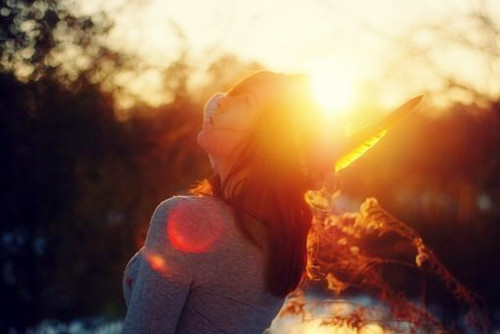 唯美意境图 阳光下的女孩