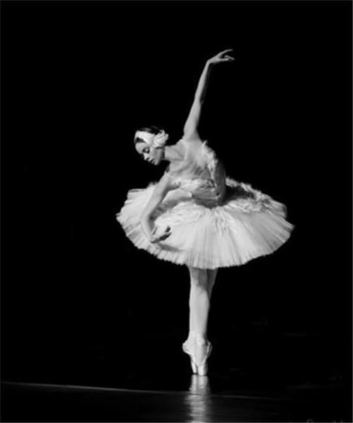 优雅芭蕾女孩图片_宛然湖面上的天鹅_空间图片_QQ泡空间站